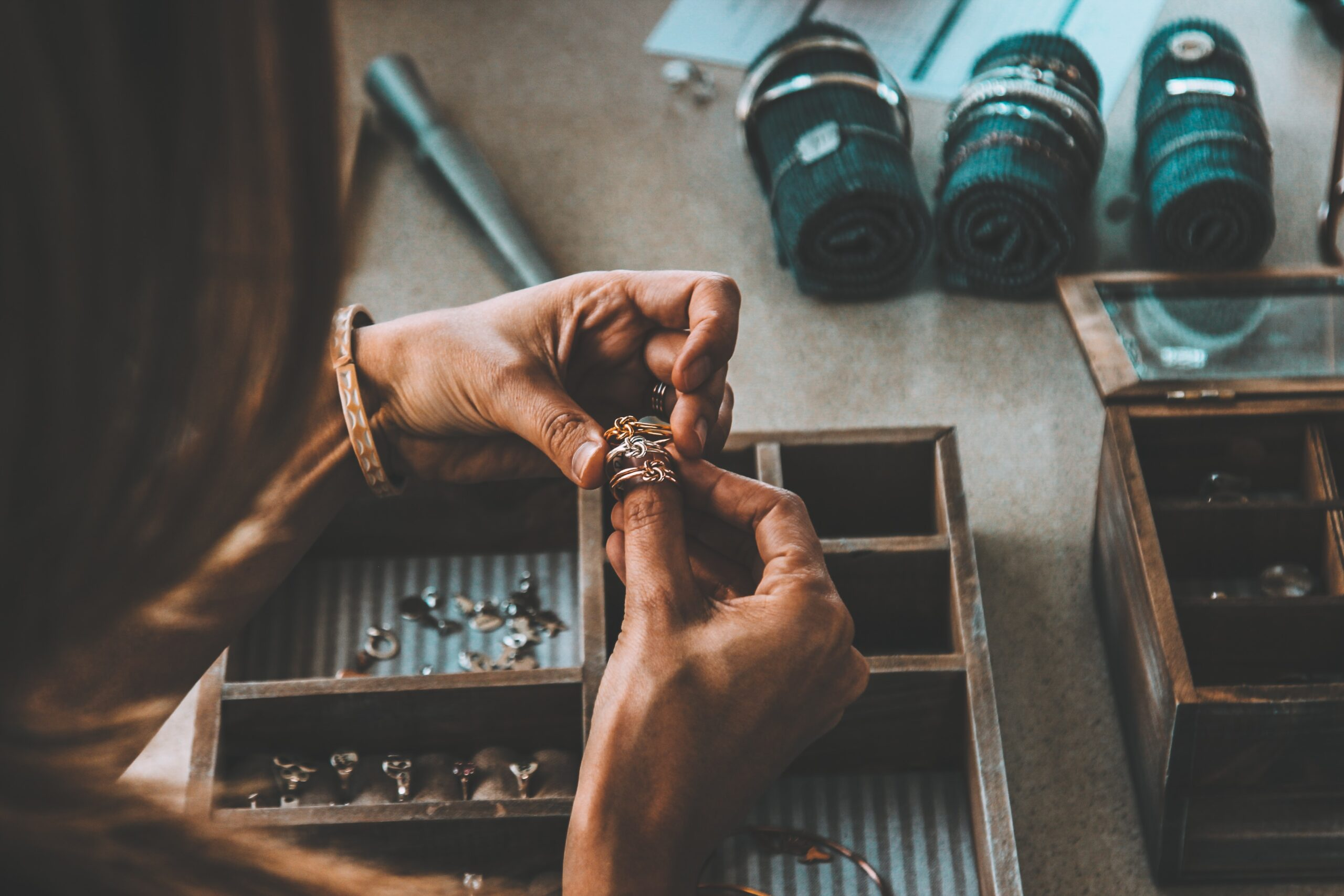 Four jobs in jewellery and fashion which don't need much experience